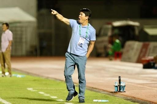 Liên tục chê bai đối thủ, HLV gây tranh cãi ở V.League nhận trận thua đau - Ảnh 1.