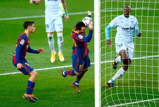 Barcelona 2-2 Valencia: Messi cân bằng kỷ lục của Pele nhưng Barca vẫn chia điểm - Ảnh 3.