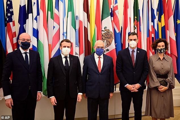 Tổng thống Pháp nói mắc COVID-19 một phần vì xui - Ảnh 1.