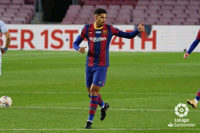 Barcelona 2-2 Valencia: Messi cân bằng kỷ lục của Pele nhưng Barca vẫn chia điểm - Ảnh 6.