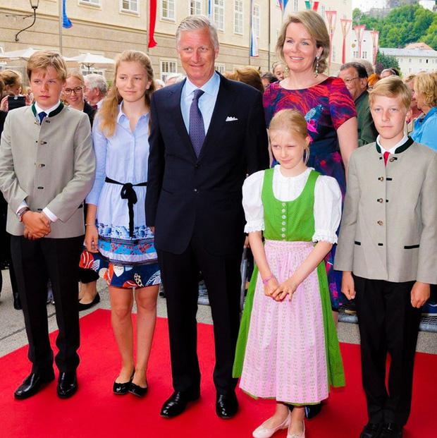 Các con của Quốc vương Bỉ đã có màn lột xác ngoạn mục.