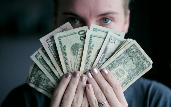 Những điều bạn tuyệt đối không làm với ví tiền của mình nếu không muốn mãi nghèo - Ảnh 1.