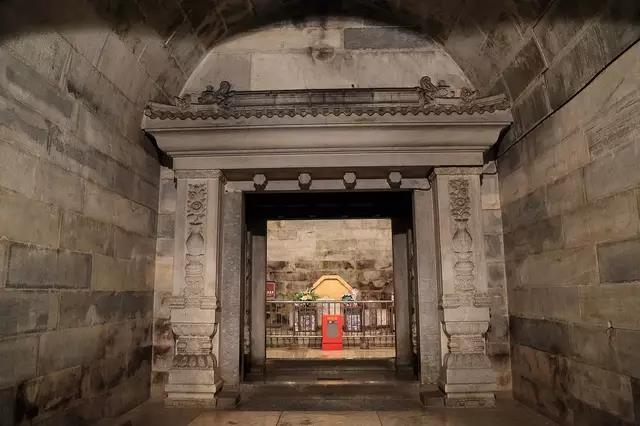 Vơ vét sạch lăng mộ hoàng đế, mộ tặc bỏ qua giếng vàng đặt ở nơi không ai ngờ - Ảnh 1.