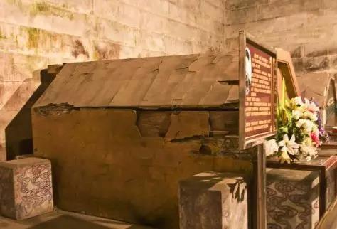 Vơ vét sạch lăng mộ hoàng đế, mộ tặc bỏ qua giếng vàng đặt ở nơi không ai ngờ - Ảnh 2.