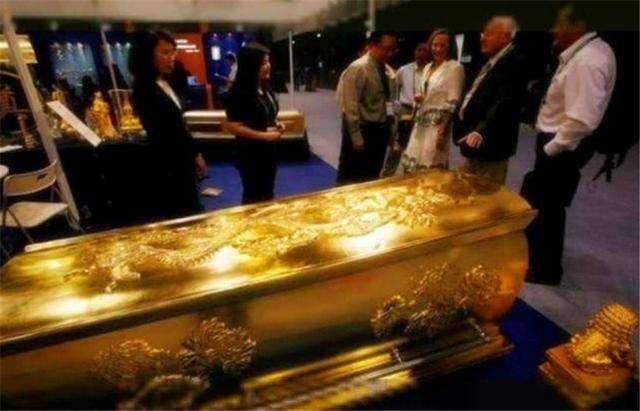 Quan tài được đúc bằng vàng hiếm có bí ẩn nhất thế gian, 10 năm vẫn chưa được mở! - Ảnh 5.