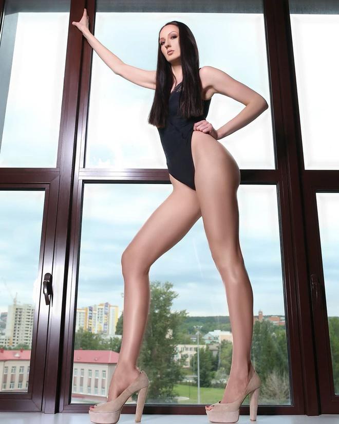 Chân dung nữ người mẫu cao nhất thế giới, nổi danh với loạt clip hài trên TikTok - Ảnh 12.