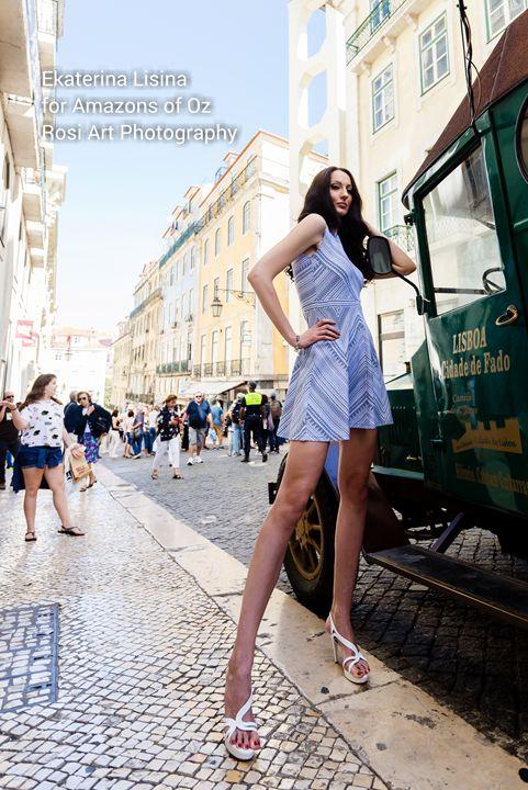 Chân dung nữ người mẫu cao nhất thế giới, nổi danh với loạt clip hài trên TikTok - Ảnh 5.