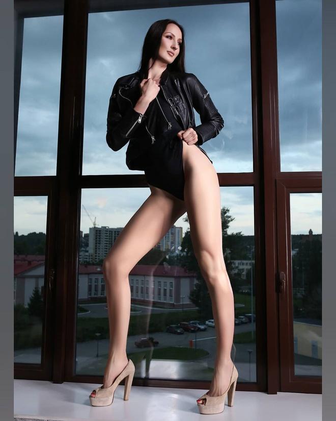 Chân dung nữ người mẫu cao nhất thế giới, nổi danh với loạt clip hài trên TikTok - Ảnh 11.