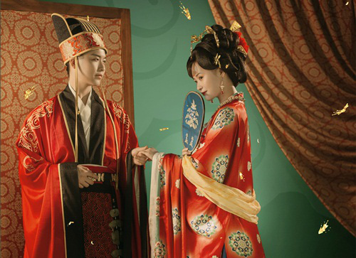 Say mê kỹ nữ đẹp tựa thiên tiên, hoàng đế bí mật làm việc táo tợn để hẹn hò với mỹ nhân - Ảnh 1.