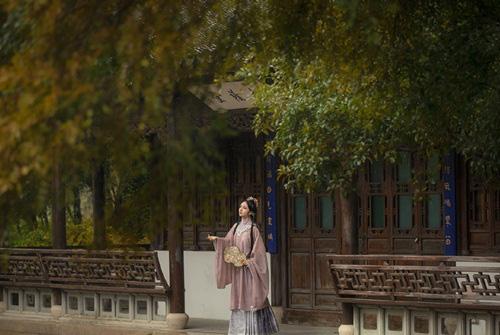 Say mê kỹ nữ đẹp tựa thiên tiên, hoàng đế bí mật làm việc táo tợn để hẹn hò với mỹ nhân - Ảnh 3.