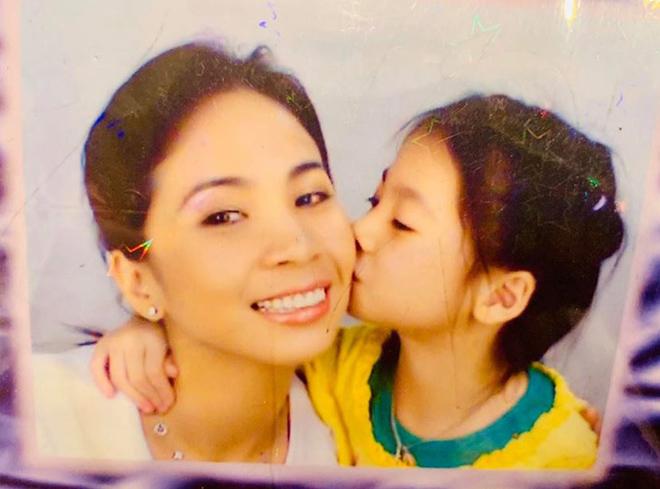 Danh tính con gái ruột gợi cảm 18 tuổi mà em gái Lý Hùng phải xa cách trong suốt 10 năm - Ảnh 1.