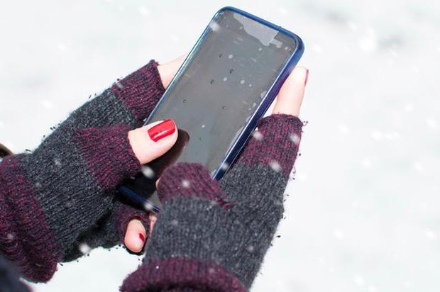 Vì sao cứ mùa đông là pin điện thoại lại tụt nhanh khủng khiếp? - Ảnh 2.