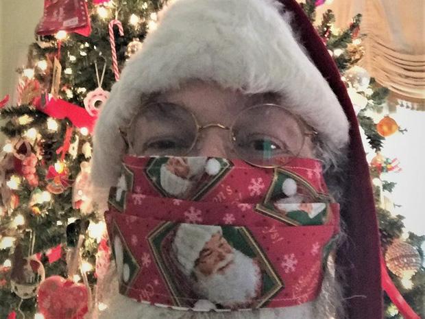 Khi mùa Noel vẫn trùng mùa dịch Covid-19: Nhìn ảnh để thấy thế giới thực sự đang đón một Giáng sinh kỳ lạ nhất từ trước đến nay - Ảnh 4.