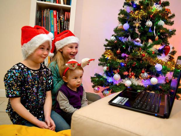 Khi mùa Noel vẫn trùng mùa dịch Covid-19: Nhìn ảnh để thấy thế giới thực sự đang đón một Giáng sinh kỳ lạ nhất từ trước đến nay - Ảnh 8.