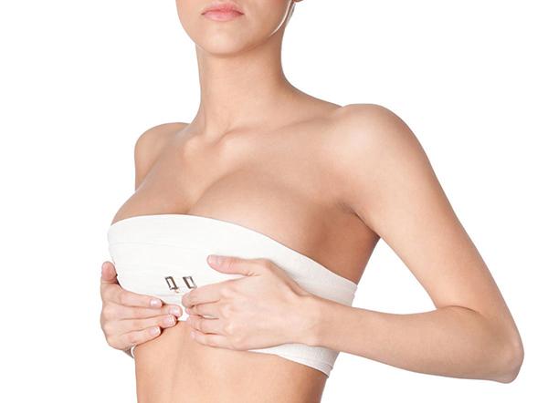 Phẫu thuật nâng ngực: Những nguy cơ tiềm ẩn từ nhu cầu làm đẹp - Ảnh 1.