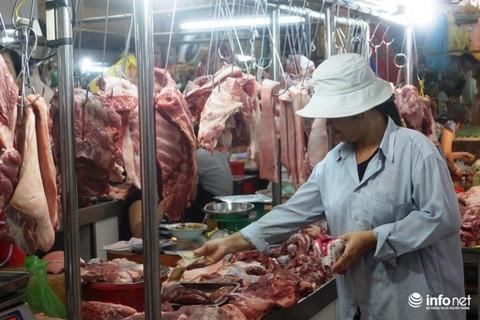 Giá lợn hơi tăng từng ngày, tiểu thương lo Tết ế thịt lợn vì giá cao - Ảnh 2.