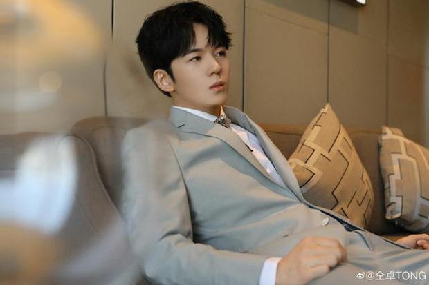 Năm 2020 phủ đen showbiz Hoa ngữ: Anh trai Minh Đạo giết vợ, Triệu Vy - Huỳnh Hiểu Minh ngoại tình và 1001 drama không hồi kết - Ảnh 5.