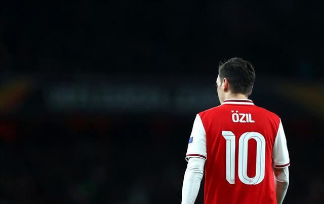 Xác định bến đỗ tiếp theo của Mesut Ozil - Ảnh 1.