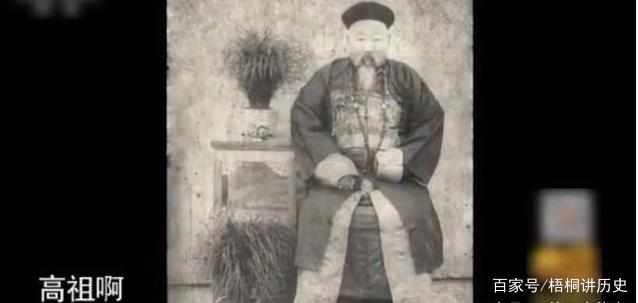 Chàng trai mang chiếc mũ của tổ tiên đi thẩm định - Chuyên gia dùng đèn soi đá, nhận ra bảo vật trong dân gian - Ảnh 6.