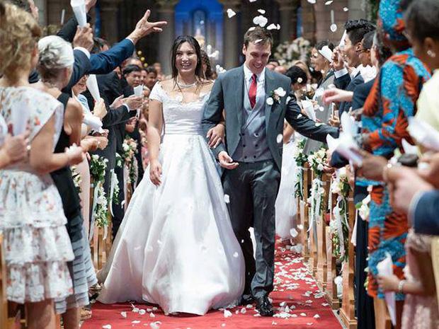 Nàng dâu hoàng gia gốc Việt khoe ảnh Giáng sinh bên chồng, gây bất ngờ với vẻ ngoài hiện tại sau hơn một năm kết hôn - Ảnh 2.