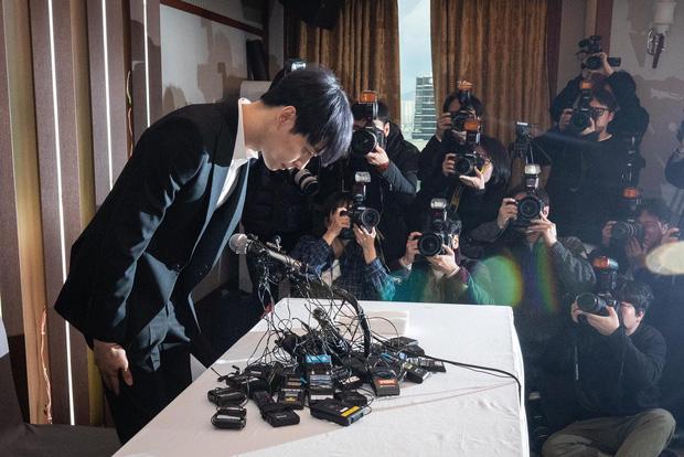 4 màn đổi đời và bay màu chấn động thập kỷ Kbiz: Chỉ 1 fancam cứu cả EXID, Seungri - Yoochun mở đầu chuỗi bê bối rúng động - Ảnh 17.