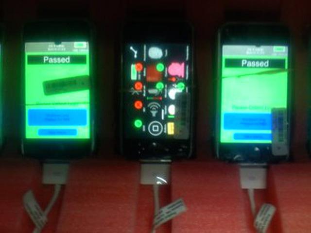 Lộ ảnh hiếm về dây chuyền sản xuất iPhone nguyên bản từ năm 2007: Thô sơ và đơn giản tới không ngờ - Ảnh 3.