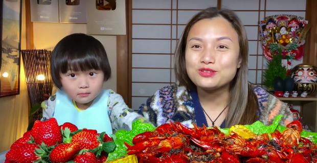 Google công bố 10 YouTuber nổi bật nhất Việt Nam 2020, vlogger ẩm thực duy nhất lọt top lại đang... ở nước ngoài - Ảnh 1.