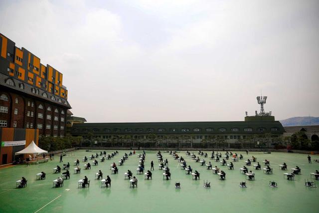 Ác mộng thực sự mang tên thi đại học ở Hàn Quốc: Cấm cung ôn thi để tránh dịch, sợ trượt trường top hơn cả sợ Covid-19 - Ảnh 5.