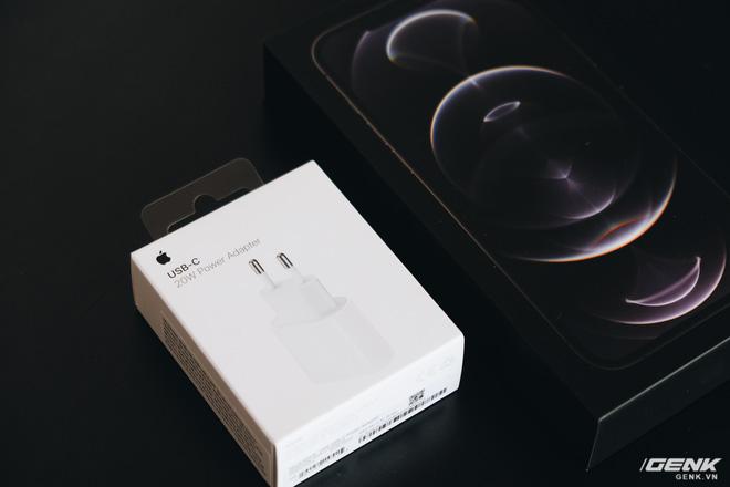 Không chỉ iPhone 12, ngay cả củ sạc Apple cũng cháy hàng, tăng giá tại Việt Nam - Ảnh 5.