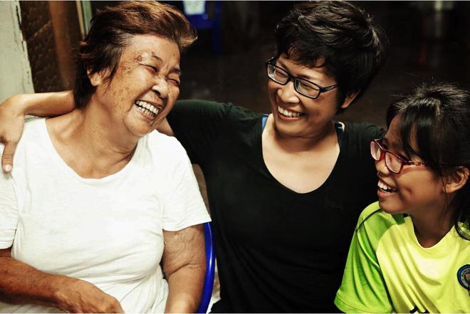 Gia đình 3 thế hệ ở Sài Gòn bất ngờ chịu chung bản án tử thần và lời hứa thay mẹ trở về thăm quê hương một lần - Ảnh 1.