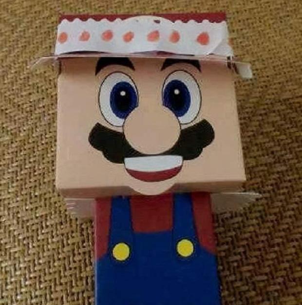 Bỏ chục triệu mua đồ cho con chơi đổi quà trên lớp, bà mẹ giãy đành đạch vì chỉ nhận lại được con búp bê giấy - Ảnh 2.