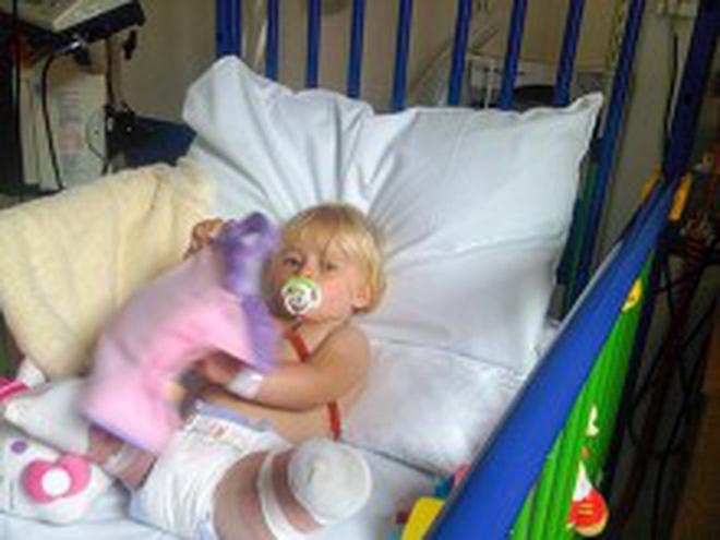 Bé gái sinh ra với đôi chân chỉ dài 5cm, 18 tháng tuổi đã phải cưa cụt chân để giữ mạng sống 10 năm trước gây ngỡ ngàng với cuộc sống hiện tại - Ảnh 4.