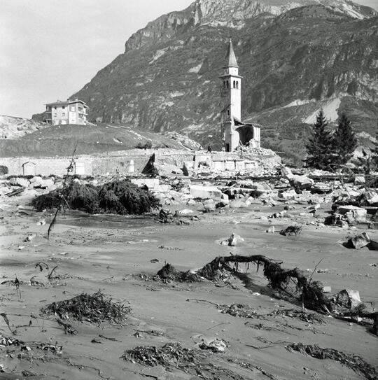 Kinh hoàng thảm họa vỡ đập lớn nhất thế giới ở Italy - Ảnh 6.
