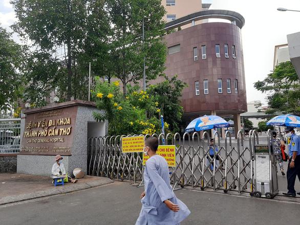 Bộ GTVT yêu cầu kiểm tra, đề xuất xử phạt Vietnam Airlines; Phong tỏa một khu dân cư tại quận Gò Vấp - Ảnh 1.