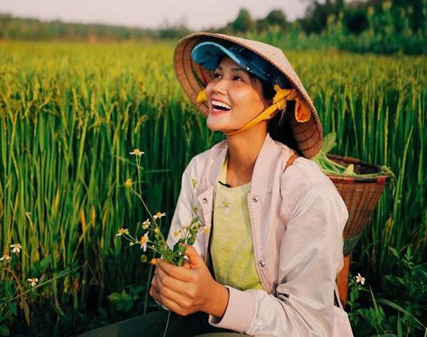Hhen Niê, Đỗ Thị Hà:  2 Hoa hậu giỏi... làm ruộng được khen ngợi sau khi đăng quang - Ảnh 3.