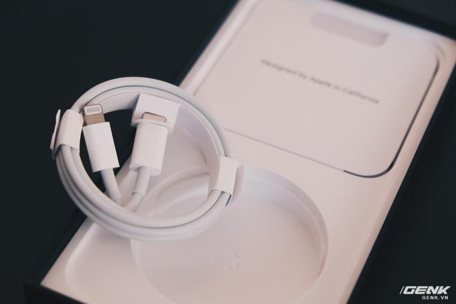 Đánh giá củ sạc Apple 20W đang cháy hàng tại Việt Nam: Giá cao nhưng chẳng có gì nổi trội - Ảnh 1.