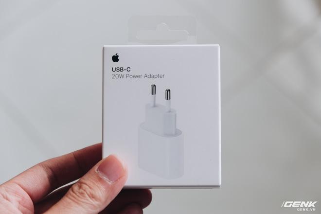 Đánh giá củ sạc Apple 20W đang cháy hàng tại Việt Nam: Giá cao nhưng chẳng có gì nổi trội - Ảnh 2.