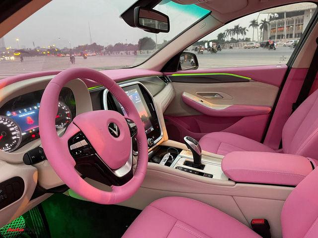 Nữ chủ nhân VinFast Lux A2.0 chi 35 triệu đồng độ nội thất full màu hồng, bầu trời sao độc nhất Việt Nam - Ảnh 4.