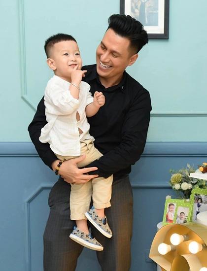 Việt Anh: Số mệnh của tôi không được hưởng trái ngọt đời sống gia đình - Ảnh 3.