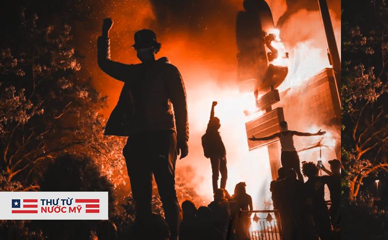 """Thư từ nước Mỹ: Những chuyện không thể tin nổi về """"đội quân"""" áo đen đang tàn phá nước Mỹ"""