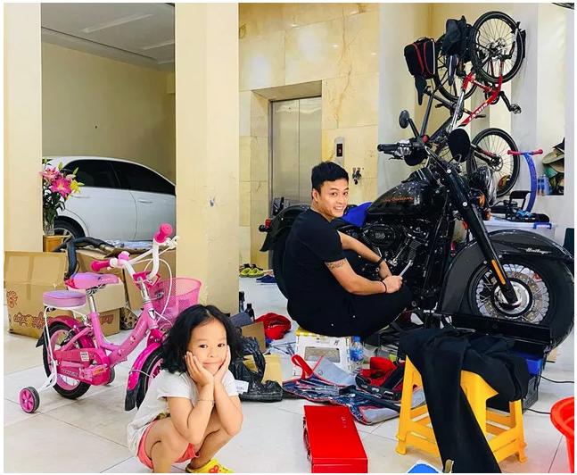 Hồng Đăng: Tuổi trẻ nổi loạn và đam mê môtô, nhà vườn ở tuổi U40 - Ảnh 1.