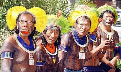 Kỳ lạ những bộ lạc sống tách biệt và bí ẩn trên thế giới - Ảnh 1.