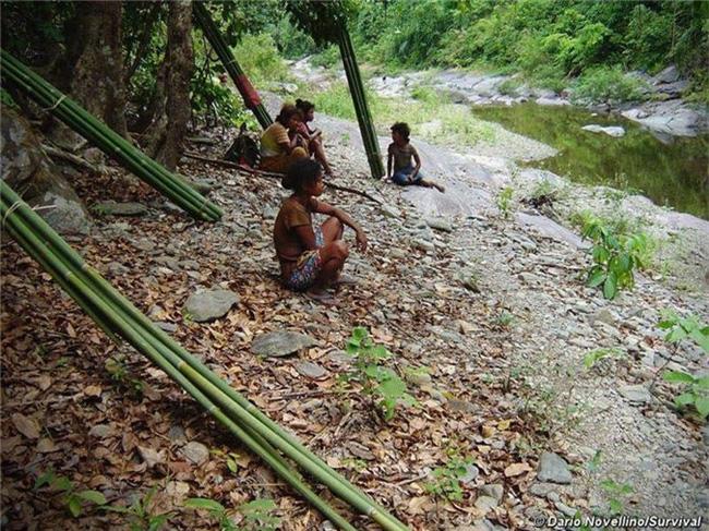 Kỳ lạ những bộ lạc sống tách biệt và bí ẩn trên thế giới - Ảnh 5.