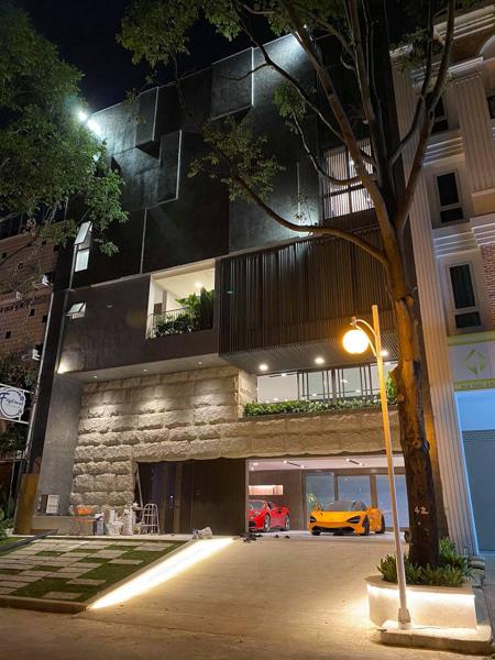 Hé lộ 1 góc quá khủng trong biệt thự của Cường Đô La: Riêng garage chứa siêu xe đã có 2 tầng, phải đi thang máy mới hết - Ảnh 8.