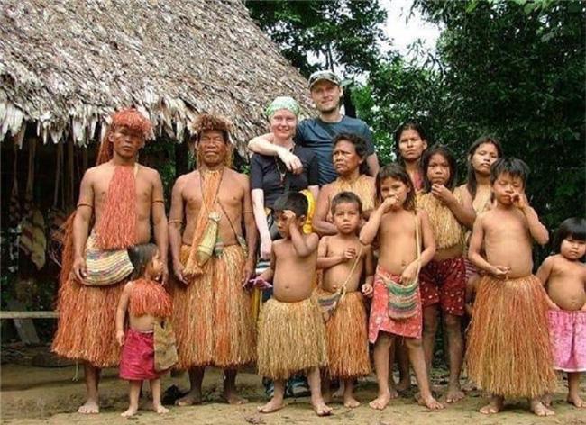 Kỳ lạ những bộ lạc sống tách biệt và bí ẩn trên thế giới - Ảnh 7.