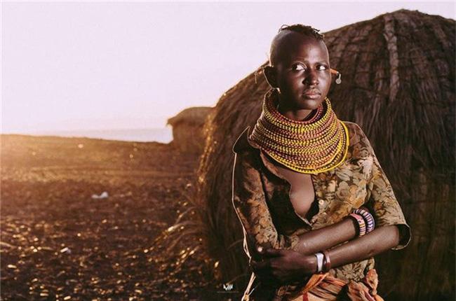 Kỳ lạ những bộ lạc sống tách biệt và bí ẩn trên thế giới - Ảnh 10.