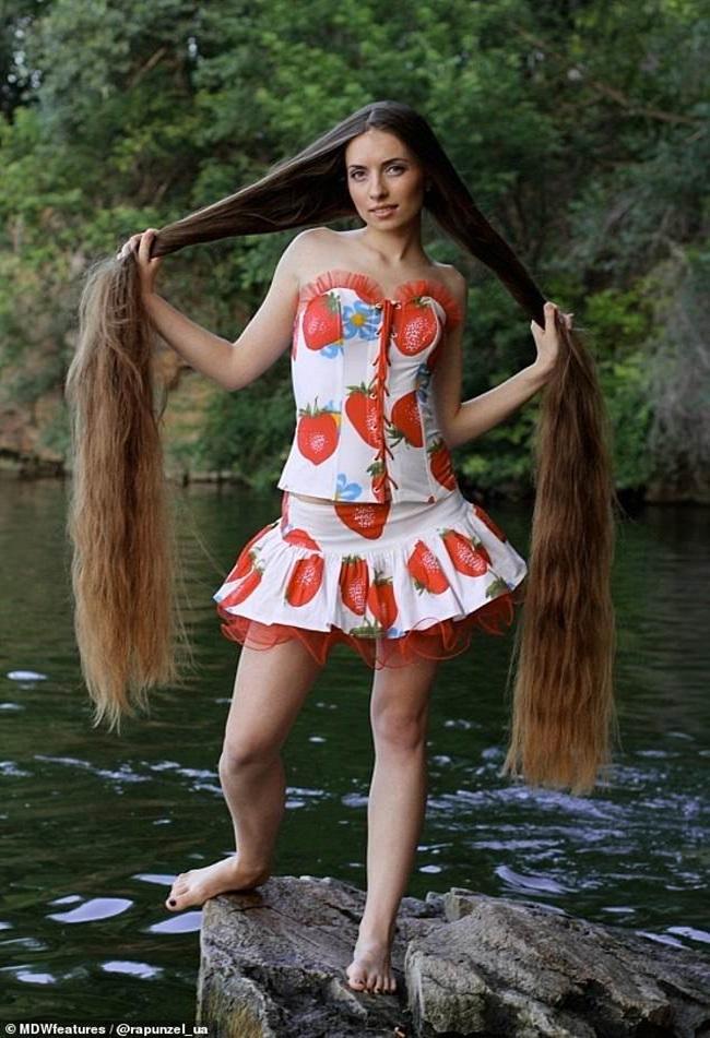 Mê mẩn trước suối tóc dài 1m8 của nàng Rapunzel ngoài đời thực - Ảnh 5.