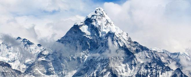 Đỉnh Everest có độ cao mới: Kỷ lục nóc nhà thế giới bị xô đổ? - Ảnh 1.