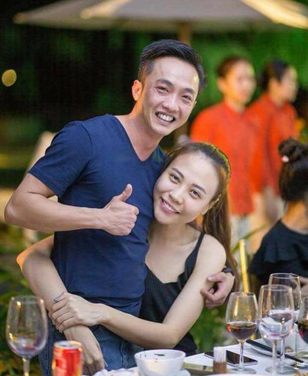 Đàm Thu Trang khoe ảnh toàn cảnh biệt thự bạc tỷ về đêm, dân tình chỉ mải nhìn khoảnh khắc cực tình của 2 vợ chồng - Ảnh 3.