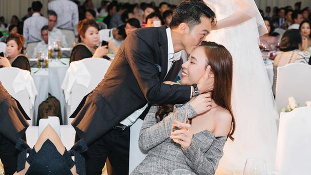 Đàm Thu Trang khoe ảnh toàn cảnh biệt thự bạc tỷ về đêm, dân tình chỉ mải nhìn khoảnh khắc cực tình của 2 vợ chồng - Ảnh 4.